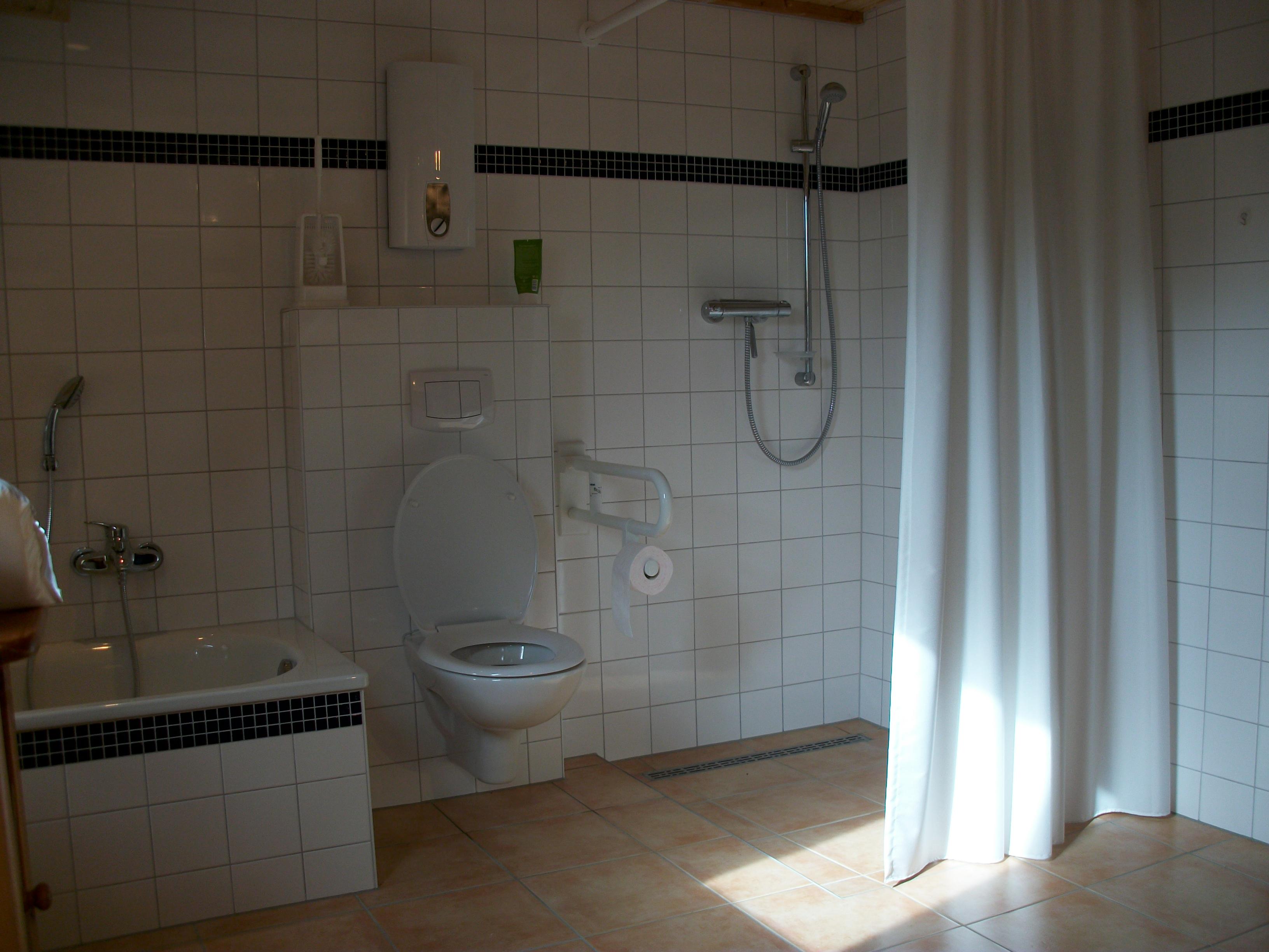 Bad Im Erdgeschoss Dusche, WC Wanne